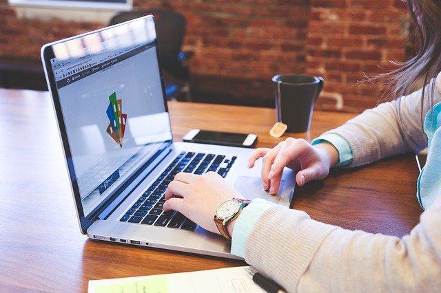 Waarom affiliate marketing de beste manier is om een online bedrijf te starten, bij gerelateerde affiliate marketing voeg je affiliate links toe aan je blog of je site